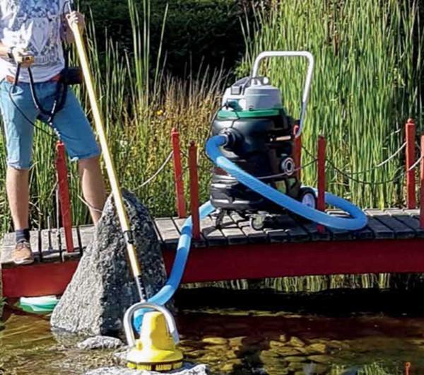 Motorschrubber mit dem Profi Teichschlammsauger im Einsatz
